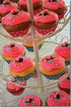 Minnie Mouse Birthday Party - Minnie fondant cupcakes