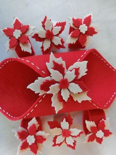Per una colorata ed allegra cena in famiglia! Christmas Bows, Christmas Sewing, Christmas Crafts For Kids, Christmas Projects, Simple Christmas, Christmas Decorations, Christmas Gifts, Foam Crafts, Diy And Crafts