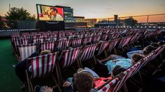 A hit in London, New York City and Los Angeles, Rooftop Cinema Club is bringing upscale outdoor movie screenings to Chicago this summer—and we've got the exclus Outdoor Movie Screen, Outdoor Cinema, Outdoor Theater, Outdoor Fun, Best Bagels In Nyc, Bagels Nyc, Central Park, Cinemas In London, Fotografia