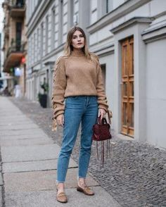 20 Streetstyle-worthy ways to rock the mom jeans without looking frumpy