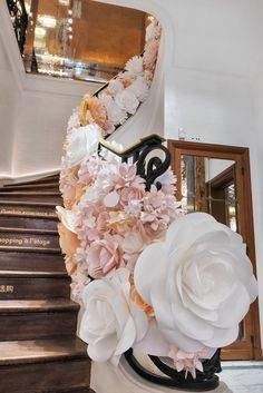 paper flowers for guerlain created mio gallery Debut Planning, Event Planning, Flower Installation, Large Paper Flowers, Paper Flower Tutorial, Visual Display, Event Decor, Display Windows, Window Displays