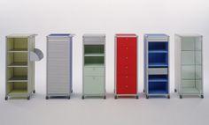 Rollcontainer    AluOffice Rollcontainer mit integriertem Hängeregister erleichtern die saubere Aufbewahrung von Dokumenten. Die Schubladen mit raffinierter Inneneinteilung sind abschliessbar und haben einen Dämpfungseinzug. Ein Materialschieber dient jeweils als oberste Schublade. Die Rollcontainer sind mit und ohne Rollen lieferbar. Aluminium, Lockers, Modern, Locker Storage, Cabinet, Design, Furniture, Home Decor, Collection