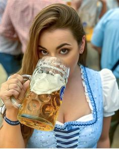 Oktoberfest is o'mal ind' Joar - glotz net a so Oktoberfest Outfit, Octoberfest Girls, Beer Costume, German Girls, German Women, Beer Girl, Free Beer, German Beer, Root Beer