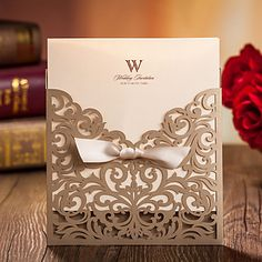 klassische+Ausschnitt+Z-Falz-Hochzeitseinladung+mit+Farbband-Set+von+20/50+–+EUR+€+29.39