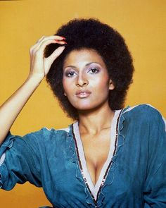 And not only was Pam a fabulous sister who could rock a 'fro and a long hair style with ease, but she was also a style icon who wore fashion like she was born to rock the runway.