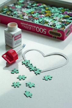 Woodworking Jigsaw Have some old jigsaw puzzles lying around with missing pieces? These jigsaw hearts are simple to make and are quite pretty for a little girl's bedroom, too. Puzzle Piece Crafts, Puzzle Art, Puzzle Pieces, Crafts To Make, Fun Crafts, Crafts For Kids, Arts And Crafts, Valentine Day Crafts, Christmas Crafts