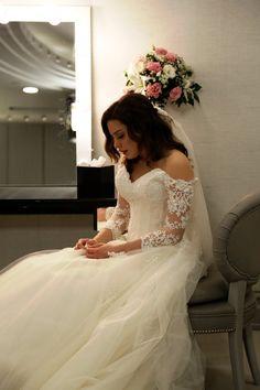 Beautiful Landscape Wallpaper, Elegant Wedding Hair, Turkish Beauty, Turkish Actors, Celebs, Celebrities, Actors & Actresses, Wedding Hairstyles, Lace Dress