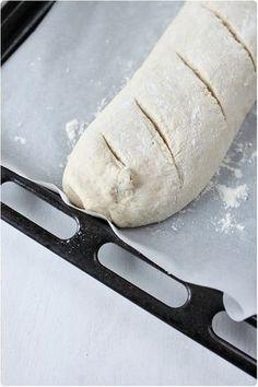 Moi qui étais une inconditionnelle de la machine à pain, je l'ai dorénavant rangée à la cave depuis plusieurs mois pour trois raisons : Un gain de