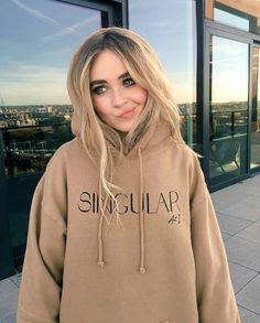Sabrina you are always cutest Pretty People, Beautiful People, Sabrina Carpenter Outfits, Girl Meets World, Role Models, Ulzzang, Divas, Marie, Tumblr Girls