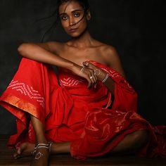 Indian Photoshoot, Saree Photoshoot, Creative Fashion Photography, Fashion Photography Inspiration, Self Portrait Poses, Portraits, Studio Photography Poses, Indian Aesthetic, Saree Poses