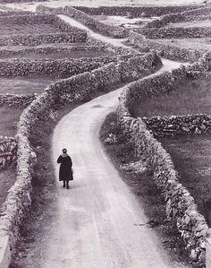 """ The Aran Islands, Ireland, 1960 by Bill Doyle "" http://www.wikiwand.com/fr/%C3%8Eles_d'Aran"