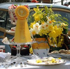 At noon, the antique cars wind through town to the charming village of Siasconset for the Annual Daffodil Tailgate Picnic.  Held on lush lawns leading to the village, fares range from elaborate gourmet cuisine to simple box lunches and burgers.