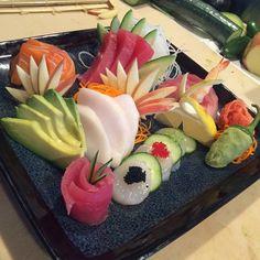 Sushi Lunch, Sushi Chef, How To Make Sushi, Food To Make, Sushi Recipes, Asian Recipes, Sushi Platter, Sushi Rolls, Sashimi