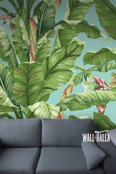 Turn your walls into eyecatchers with this self adhesive wallpaper! This wallpaper features a banana tree leaf print, bound to stand out on any wall.