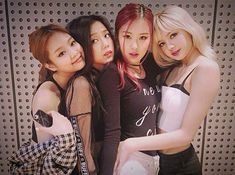 blackpink, lisa, and jennie image Kim Jennie, Jenny Kim, Kpop Girl Groups, Korean Girl Groups, Kpop Girls, Yg Entertainment, Forever Young, K Pop, Hip Hop Girl