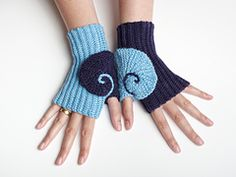 Ravelry: Renate Mittens pattern by Tanja Osswald These mittens are crocheted with slip stitches. Two short row spirals wind around the thumbs, forming an ammonite.