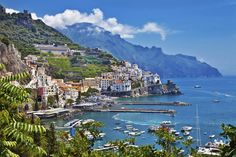 Buzzfeed: Why Italy is the Worst... But actually the best.   Dat Amalfi Coast.  Bus2alps
