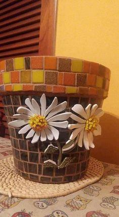Mosaic Planters, Mosaic Garden Art, Mosaic Flower Pots, Planter Pots, Mosaic Glass, Mosaic Tiles, Mosaic Animals, Flower Pot Crafts, Mosaic Artwork