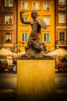 Mermaid Statue & Cafes - Warsaw, Poland