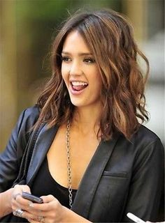 Short to Medium Haircuts that You Should Try Jessica Alba Haar Inspiration Hair Color For Brown Eyes, Cool Hair Color, Hair Colour, Brown Hair, Haircuts For Medium Hair, Medium Hair Cuts, Medium Cut, Medium Long, Medium Layered