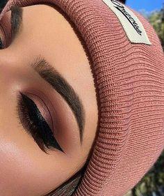 Pretty eyeshadow look you would see on Instagram