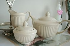Tea set in a warm cream color with classic English design: https://www.etsy.com/nl/listing/225549423/theeservies-in-een-warme-roomkleur-met?ref=shop_home_active_2&langid_override=0