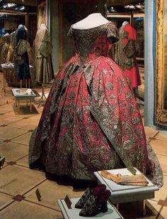 The coronation gown of Catherine I, wife of Peter the Great, is made of reddish-purple silk. Russian embroideresses skilfully decorated the skirt, bodice, and train with a marvelously beautiful and complex design executed in silver thread.