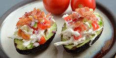 Fyldt avocado med bacon og kyllingesalat Healthy Meals To Cook, Good Healthy Recipes, Vegetarian Recipes, Homemade Blueberry Muffins, Roasted Tomato Sauce, Healthy Balanced Diet, Healthy Breakfast Options, Mediterranean Diet Recipes, Easy Pasta Recipes