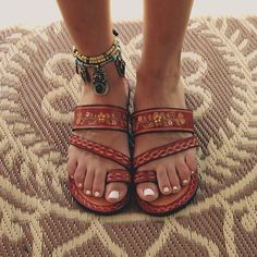 Sandals, the ultimate summer shoes and how to wear them Sandalen, die ultimativen Sommerschuhe Sock Shoes, Cute Shoes, Me Too Shoes, Shoe Boots, Trendy Shoes, Hippie Stil, Estilo Hippie, Hippie Life, Look Fashion