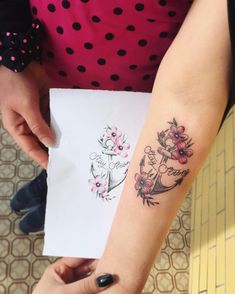 Image may contain: one or more people Floral Tattoo Design, Flower Tattoo Designs, Tattoo Designs For Women, Tattoos For Women, Badass Tattoos, Body Art Tattoos, Small Tattoos, Tatuajes Stay Strong, Stay Strong Tattoos
