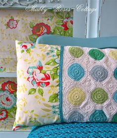 What a fab mix of crochet and chabby chic fabric.  Surely this is the ultimate pillow case!   Found and (I'm assuming as this lovely blog is not in English) made by Shabby-Roses-Cottage