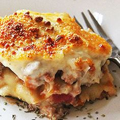 easy ( I would add grated cheese as well) Food Dishes, Main Dishes, Beef Lasagne, Baked Lasagna, Bechamel Sauce, Mouth Watering Food, Grated Cheese, Healthy Vegetables, The Dish