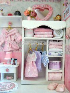 Detalles Cuadro dormitorio de niña con miniaturas
