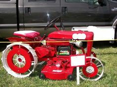 How 'bout that Wheel Horse! Lawn Tractors, Tractor Mower, Old Tractors, Lawn Mower, Vintage Tractors, Vintage Farm, Wheel Horse Tractor, Garden Tractor Pulling, Garden Tractor Attachments