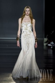 Basil Soda - Couture - Spring-summer 2012 - http://www.flip-zone.net/fashion/couture-1/independant-designers/basil-soda-2501
