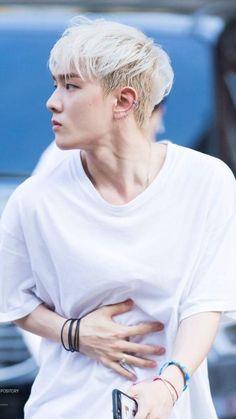 Omg his muscles Chanwoo Ikon, Kim Hanbin, Bobby, Ikon Member, Ikon Kpop, Ikon Wallpaper, Ikon Debut, Fandom, Hip Hop And R&b