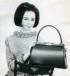 Laukkumuotia 1960-luvulta | Aikakone #käsilaukut #muoti #1960luku Bags, Fashion, Handbags, Moda, Fashion Styles, Totes, Lv Bags, Hand Bags, Fashion Illustrations