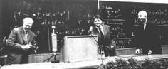 Physikalisches Institut der Universität Leipzig 1958. Wissenschaftliche Veranstaltung im Anschluss an die Max-Planck-Feier in Berlin. Die Nobelpreisträger Heisenberg und Hertz zusammen in Leipzig.