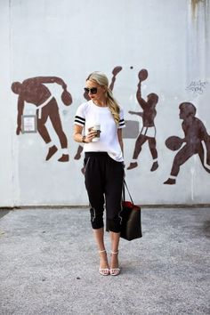 Street Style | White and Black | What we are wearing | Fashion blogger | Visit Travelshopa