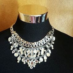 Silver tone Necklace This is a fantasmic necklace for Day or a fun evening out.  Firm Price Jewelry Necklaces