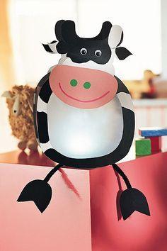 Kuh-Laterne basteln Gave lampion - dit wordt 'm voor dit jaar! Crafts To Do, Crafts For Kids, Diy Crafts, Diy Letters, Crafty Kids, Paper Lanterns, Summer Crafts, Animal Paintings, Pin Collection