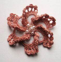 rose au crochet rose fait main crochet broche fait par SuzieSue1972