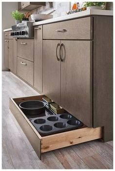 Kitchen Storage Ideas - Best of All Time Kitchen Design Not all of us have extra space for storage all the kitchen stuff. But we have answer to this problem: clever DIY kitchen storage ideas for good organisation . Apartment Kitchen, Kitchen Space, Kitchen Cabinets, Kitchen Pantry Cabinets, Kitchen Remodel Small, Tidy Kitchen, Kitchen Organization, Kitchen Design, Kitchen Renovation