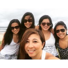Thanks ladies it's been real!  #goodtimes #funtimes #laughs #memories #friendships #wesurvived #tanned #relaxed #groupshot #whatisee #travellers #igtraveller #instatravel #travelgram #travellife #wanderlust #activebreaks #girlsgetaway #girlstrip #asianinvasion #byron #byronbay photo cred @princess_abroad #humanselfiestick by chitsin