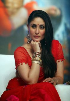 High Quality Bollywood Celebrity Pictures: Kareena Kapoor Super Sexy Skin Show In Red Saree At Film 'Ra.One' Music Launch Event In Mumbai Bollywood Actress Hot Photos, Indian Bollywood Actress, Beautiful Bollywood Actress, Most Beautiful Indian Actress, Bollywood Fashion, Bollywood Stars, Kareena Kapoor Images, Kareena Kapoor Bikini, Kareena Kapoor Khan