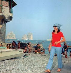 Jackie Kennedy Onassis wearing her flip flops while shopping in Capri in the 70s