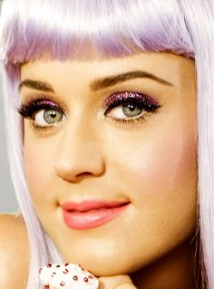Katy Perry california gurls purple glitter gold eyeliner #makeup #beauty #cosmetics