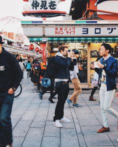 : @ellythings  I'm easy to spot in Japan I'm the only one standing still  Follow @jellyjourneys and @ellythings for more travel shots (by joeallam)