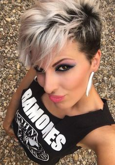 83 Latest Layered Hairstyles for Short, Medium and Long Hair … - Balayage Haare Blond Kurz Long Thin Hair, Short Grey Hair, Short Straight Hair, Short Hair With Layers, Short Hair Cuts, Edgy Pixie Cuts, Short Pixie, Gray Hair, Face Shape Hairstyles