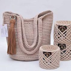 Ela Conseguiu Aumentar sua Renda Apenas com Crochê! Crochet Handbags, Crochet Purses, Crochet Bag Tutorials, Crochet Projects, Crochet Designs, Crochet Patterns, Crochet Stitches, Knit Crochet, Hello Kitty Crochet